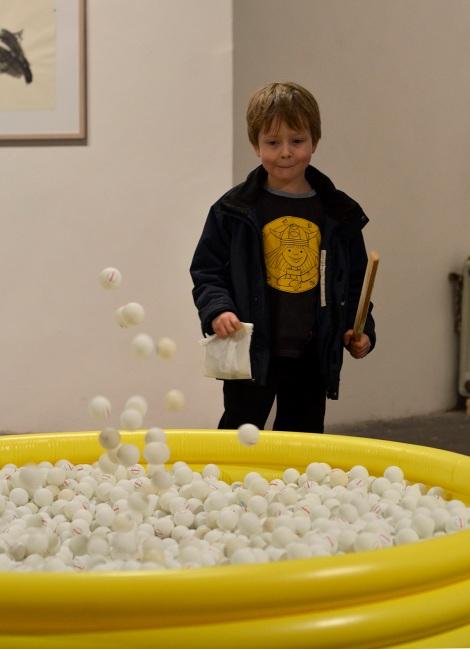 Tischtennisballspringbrunnen, 150cm x 150cm x 55cm, mixed media, 2011